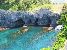 佐賀県唐津市の洞窟「七ツ釜」