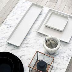 Table à café recouverte de pellicule autocollante effet marbre
