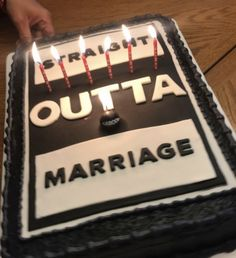 Straight out of Marriage divorce cake. The bomb. Breakup Party, Divorce Party, Divorce Cakes, Party Cakes, Party Favors, Fathers Day Cake, For Elise, Divorce Humor, Divorce Funny