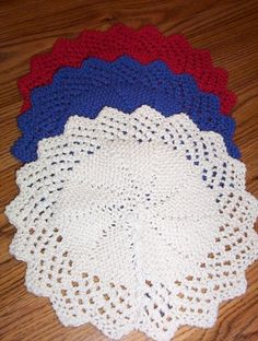 Lacy Round Cloth © 2005 by Rhonda K White Materials : cotton yarn and size 7 needles will yield a cloth that is approximately 10 . Free Doily Patterns, Knitted Dishcloth Patterns Free, Knitted Washcloths, Knit Dishcloth, Easy Knitting Patterns, Stitch Patterns, Crochet Patterns, Free Knitting, Yarn Projects