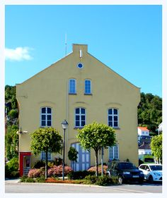 Risør, Norway White City, Small Towns, Old And New, Summer Time, Norway, Mansions, House Styles, Home, Daylight Savings Time