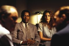 Denzel Washington and Julia Roberts in The Pelican Brief