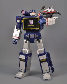 Transformers Masterpiece Soundwave and Laserbeak