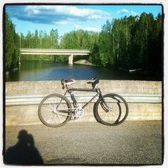 Mierolan silta - aivan vieressä on Mierolan silta cafe, josta saa runsaita ruoka-annoksia, virvokkeita. Kesällä pihassa on jäätelökioski.