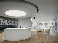 Learn how Parterre's luxury vinyl flooring helped the design team at Gensler create 2 new coworking spaces for MakeOffices, an innovative coworking company. Luxury Vinyl Flooring, Luxury Vinyl Tile, Luxury Vinyl Plank, Interior Design Courses, Office Interior Design, Metal Shutters, Cool Office Space, Office Spaces, Small Office