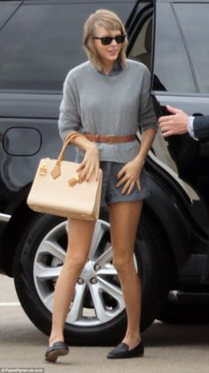 Welcome to Glasgow, it's been waiting for you! Taylor Swift was all smiles as she arrived in Glasgow, Scotland on Tuesday afternoon Taylor Swift Funny, Taylor Swift New, Live Taylor, Taylor Swift Style, Glasgow Uk, Glasgow Scotland, Badass Women, Role Models, Queens