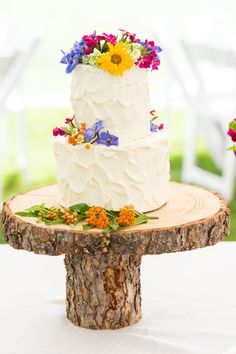 Wedding Cake with Wildflowers Details - Victor Idaho Wedding Photographer | Linn Canyon Ranch Wedding Photographer | Jamye Chrisman