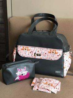 Sac à langer Boogie et trousse Zip-Zip en simili noir et coton rose illustré cousus par Florence - Patron Sacôtin