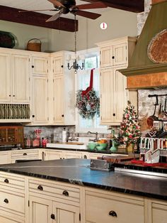 Nice Christmas Kitchen, Christmas Decor, Paula Deen, Farmhouse Kitchens, French  Kitchens, Beautiful Kitchens, Kitchen Dining, Dining Rooms, Kitchen Cabinets