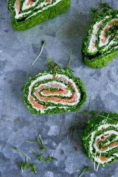 Rolada ze szpinaku z łososiem/Spinach, bittercress and smoked salmon roll.