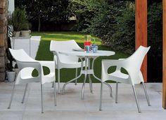 Ideal para hoteles, oficina, hogar y restaurantes: Silla OLA by UPPER PANAMA  Asiento y respaldo de polipropileno Patas de aluminio anodizado Ø 25 mm Disponible en diferentes colores Apilable Para uso en interiores / exteriores.