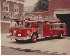 PHILADELPHIA FIRE DEPARTMENT LADDER 17 SEAGRAVE RMA ~ AWESOME CLASSIC ~ L@@K