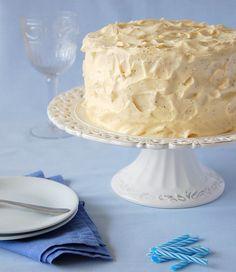 Vanilla buttermilk cake with whipped passion fruit ganache / Bolo de baunilha e buttermilk com ganache de maracujá by Patricia Scarpin, via Flickr Fun Baking Recipes, Sweet Recipes, Dessert Recipes, Desserts, Food Cakes, Cupcake Cakes, Cupcakes, Vanilla Buttermilk Cake, Vanilla Cake
