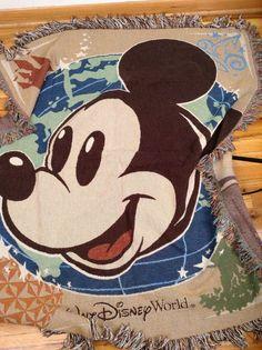 Walt Disney Mickey Mouse XL blanket throw