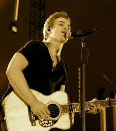 Hunter Hayes performing in Owensville, Mo July 27, 2013  picture by Quick Haven News