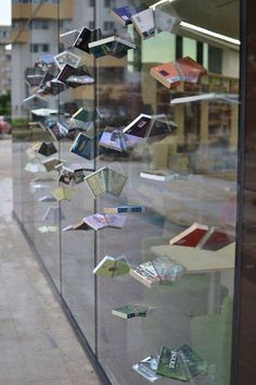 Now here is a creative #windowdisplay for a book store! #merchandising #marketing