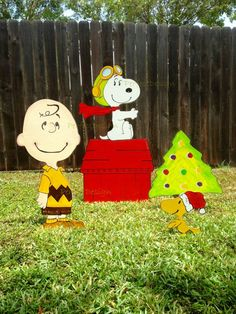 SNOOPY The Peanuts Movie 2015 Charlie Brown by PerfectDesignShop Snoopy Christmas Decorations, Christmas Tree Yard Art, Grinch Christmas Tree, Christmas Crafts, Peanuts Movie, Peanuts Snoopy, Charlie Brown, Holiday Ideas, Play