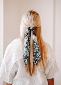 Top 30 Long Blonde Hair Ideas of 2019 - Style My Hairs Scarf Hairstyles, Down Hairstyles, Pretty Hairstyles, Bad Hair, Hair Day, Caramel Blonde Hair, Scrunchies, Everyday Hairstyles, Great Hair