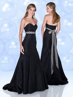 elegantes schwarzes Cocktailkleid mit Unterbrustband