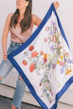 Silk Scarf Style: Vintage Gucci Floral Square Scarf from Sweet & Spark Scarf Outfit Summer, Gucci Floral, Flatlay Styling, Scarf Design, Floral Scarf, Vintage Scarf, Scarf Hairstyles, Vintage Gucci, Square Scarf