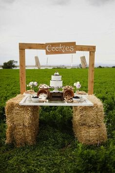 Love the use of hay bails in this cookie bar. Great for a outside country chic reception!