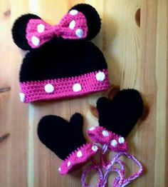 Minnie mouse hat and mittens