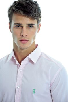 Lucas Medeiros / Shae facial structure, hair, and feeling Hairstyles Haircuts, Haircuts For Men, Teen Boy Hairstyles, Easy Mens Hairstyles, Beautiful Eyes, Gorgeous Men, Hot Guys, Preppy Men, Mode Masculine