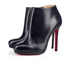 La Bella Top incarne une esthétique minimale et sophistiquée. Erigée sur un talon fin 120 mm, ce soulier à la plateforme discrète et la pointe tendrement arrondie nous dévoile un superbe nappa night soyeux qui s'illumine au grès des courbes et mouvements.