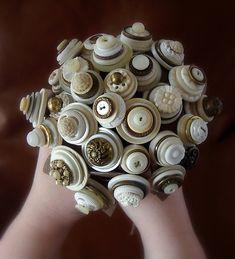 buquê da noiva botoes | Ideia prática e pode ser confeccionado em casa | Os…