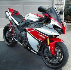 Yamaha Sport, Yamaha Motorcycles, Yamaha Yzf R1, Custom Motorcycles, Cbr, Custom Sport Bikes, Sportbikes, Motorcycle Outfit, Street Bikes