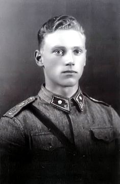 Captain in the finnish army Lauri Törni/ Larry A. Thorne (love the military uniform! Finnish Civil War, History Of Finland, History Images, Ww2 History, Germany Ww2, Man Of War, Iconic Photos, Men In Uniform, Military Men