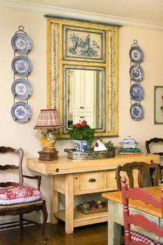 love the blue plate arrangement around the mirror