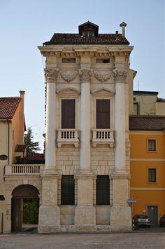 Vicenza, Palazzo Porto in Piazza Castello