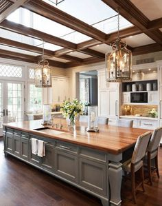 Love this kitchen. House of Turquoise: Wadia Associates. This is my dream kitchen, when I grow up. House Of Turquoise, New Kitchen, Kitchen Dining, Kitchen Decor, Kitchen Rustic, Kitchen Ideas, Awesome Kitchen, Kitchen Cabinets, Large Kitchen Island