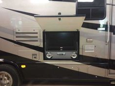 2009 Used Thor Motor Coach Four Winds Siesta Class C in Georgia GA.Recreational Vehicle, rv, 2009 Thor Motor Coach Four Winds Siesta , Always garage kept indoors. New tires, batteries, belts, and hoses in 2013. Tire minder system. Exterior shower and entertainment system. New Tailgater satellite system. Full body paint no decals, always kept polished. 2008 Black Honda CRV tow vehicle in perfect shape with new in dash navigation system. I am reluctant to sell, but simply do not have the time…