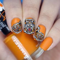 Tiger nail art  My Instagram: http://instagram.com/glitterfingersss My blogs:  English: glitterfingersss-en.blogspot.com Hungarian: glitterfingersss.blogspot.hu