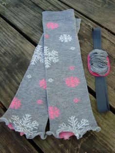 ruffled snowflake baby legwarmers! LOVE Something about winter that I am looking forward to, cute baby leg warmers!