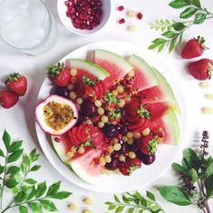 A beautifully prepared fruit plate to snack on while lounging in bed on a Sunday morning. #cleaneating #dessert #delicious  #eatrealfood #fit #superfood #fruit #glutenfree #healthy #love #nutrition #organic #paleo #plantbased #rawvegan #smoothie #vegan #superfood #fitnessmodel #veganfoodshare #veganathlete #vegansofig #kitchenbowl  #sflx #healthtreatsfeature #bestofvegan #petitejoys #livethelittlethings #dscolor