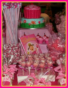 Like the idea of boxes to add different heights on the table Girl Birthday Themes, Pink Birthday, 3rd Birthday Parties, Birthday Ideas, 4th Birthday, Barbie Party, Party Buffet, Safari Party, Diy Party Decorations