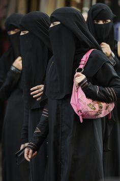 women wearing the niqab