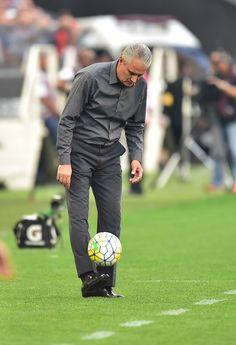 """Tite se surpreende com vaias e pede apoio ao Corinthians: """"Não façam isso"""" #globoesporte"""