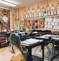 51 Best Classroom Decoration Ideas - Chaylor & Mads 51 amazing classroom decoration ideas including how to create a cozy reading nook, an amazing teacher space, awesome bulletin boards and wait until you see this Classroom Layout, Classroom Design, Classroom Themes, Classroom Organization, Classroom Management, Behavior Management, Kindergarten Classroom, Classroom Color Scheme, English Classroom Decor