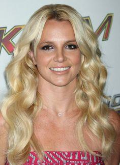3 Britney Spears estilos de cabello: Rubio //  #Britney #cabello #Estilos #Rubio #Spears