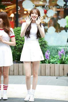 PLEDIS GIRLZ - Kim MinKyung #김민경 #민경 160729 #플레디스걸즈 Pristin Roa, Pledis Girlz, Face E, Pledis Entertainment, Airport Style, White Skirts, New Girl, Asian Fashion, Kpop Girls