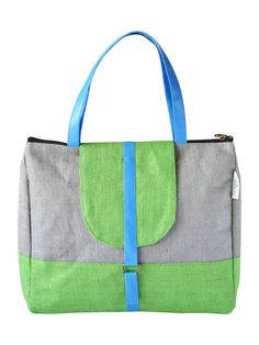 A great companion for your evening out with your office colleagues or friends. Match with your western smart casuals for a perfectly stylish look.  http://www.earthenme.com/New-Launch/Jute-Flap-Cover-Green-Handbag-id-1991843.html