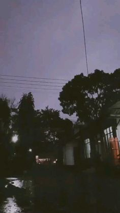 Sky Aesthetic, Aesthetic Grunge, Aesthetic Videos, Aesthetic Photography Grunge, Shadow Pictures, Rain Photography, Dark Paradise, Instagram Music, Rainy Day Activities