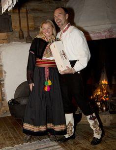 Magasin for Bunad og Folkedrakt Bridal Crown, Norway, Museum, Costumes, Wedding, Clothes, Dresses, Fashion, Hipster Stuff
