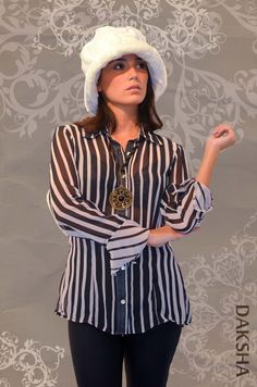 - Camisa TABLITA, en gasa. - Calzas de lycra. - Gorro de piel. - Collar de India.  www.daksha.com.ar Boho chic. Hippie chic. India. Tailandia.