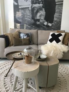 Home And Living, Living Room, Minimalist Home Decor, Little Houses, Rustic Interiors, Sweet Home, New Homes, Design Inspiration, Couch