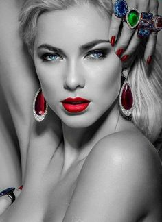 Where Professional Models Meet Model Photographers Black And White Background, Black And White Colour, Splash Photography, Black And White Photography, Color Splash, Color Pop, Black N White Images, Beautiful Eyes, Beautiful Women